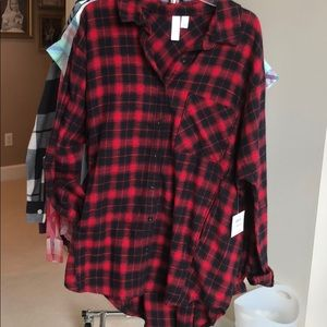 Red and black flannel plaid shirt with pockets